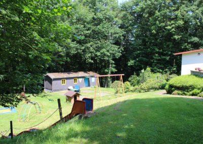 Schaukeln und Jugendhütte