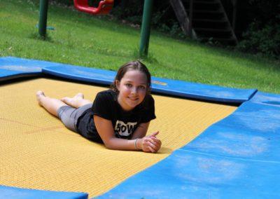 Trampolin springen, auch Ausruhen macht Spaß
